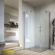 Swing shower screen / corner