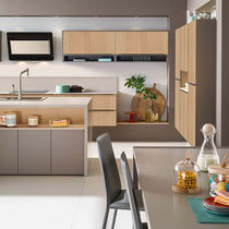 Contemporary kitchen / wood veneer / oak / Corian®