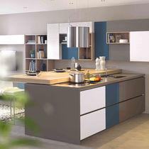 Contemporary kitchen / oak / laminate / island