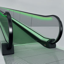 Inclined moving walkway / outdoor
