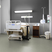 Vinyl flooring / for healthcare facilities / roll / smooth