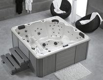 Above-ground hot tub / square / 5-seater / indoor