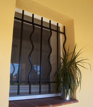 Roll-up insect screen / for windows