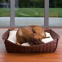 Synthetic leather dog basket / with removable cushion