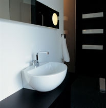 Countertop washbasin / oval / ceramic / contemporary