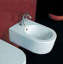 Wall-hung bidet / ceramic
