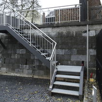 Quarter-turn staircase / metal steps / metal frame / without risers
