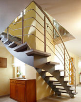 Quarter-turn staircase / steel frame / without risers / contemporary