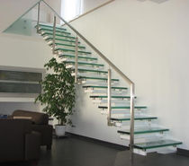 Straight staircase / glass steps / without risers / contemporary