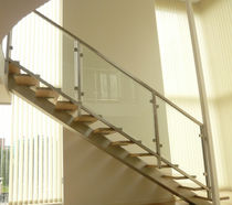 Straight staircase / oak steps / without risers / contemporary