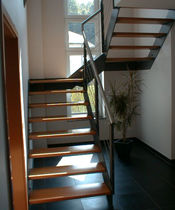 Half-turn staircase / wooden steps / steel frame / without risers