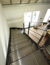 Half-turn staircase / metal steps / steel frame / without risers