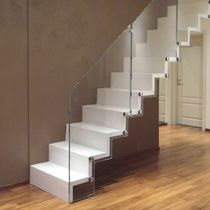 Straight staircase / oak steps / with risers / contemporary