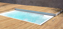 Built-in hot tub / rectangular / 4-seater / outdoor