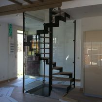Square spiral staircase / wooden steps / metal frame / with risers