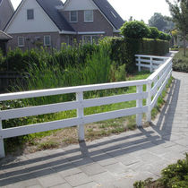 Garden fence / for public spaces / louvered / recycled plastic