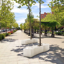 Concrete tree guard / with integrated public bench