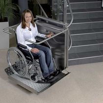 Handicapped lifting platform / rotating / reclining / outdoor