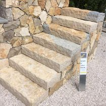 Natural stone step / high-resistance