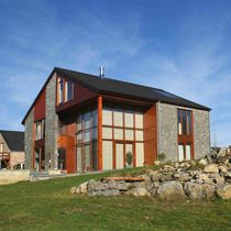 Prefab house / log / contemporary / wooden frame