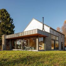 Prefab house / contemporary / wooden frame / energy-efficient