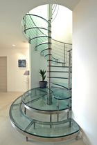 Spiral staircase / glass steps / metal frame / without risers