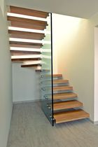 Half-turn staircase / wooden steps / without risers / design