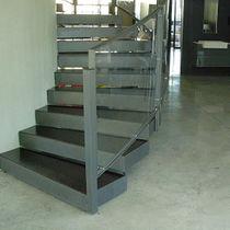 Resin flooring / for industrial use / for multipurpose gyms / for hotels