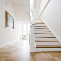 Straight staircase / oak steps / wooden frame / with risers