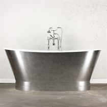 Freestanding bathtub / oval / cast iron