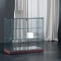 Contemporary display case / floor-standing / glass / low