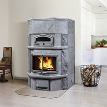 Wood heating stove / traditional / soapstone / with oven