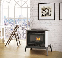 Pellet heating stove / contemporary / cast iron