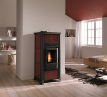Pellet heating stove / traditional / steel / earthenware