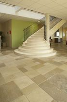 Quarter-turn staircase / stone steps / with risers