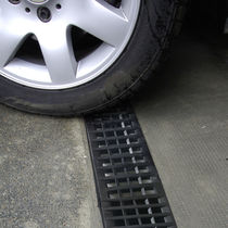 Parking lot drainage channel / polypropylene / with grating