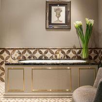 Free-standing bathtub / resin