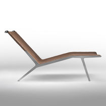 Contemporary chaise longue / leather / metal / by Antonio Citterio