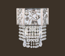 Classic wall light / crystal / brass