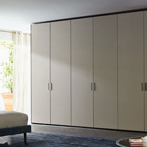 Wall-mounted walk-in wardrobe / contemporary / wooden