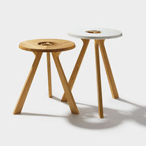 Contemporary side table / oak / walnut / round