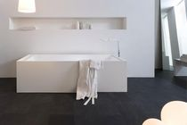 Free-standing bathtub / Corian®