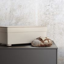 Stoneware bread basket / maple