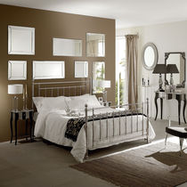 Double bed / traditional / with headboard / brass