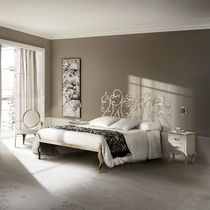 Double bed / traditional / with headboard / wrought iron
