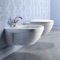 Wall-hung bidet / ceramic