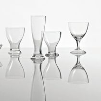Wine glass / stemware