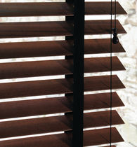 Venetian blinds / wooden / chain-operated / blackout