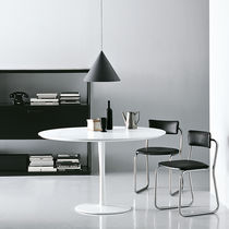 Contemporary table / lacquered aluminum / aluminum / round