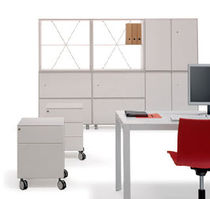 Floor-mounted desk partition / wood